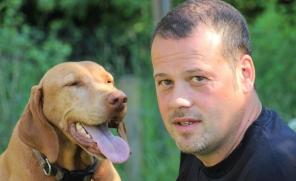 Hund mit Herrchen - Hundehaltung Podcast